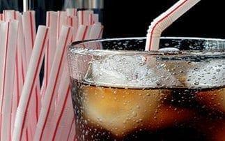 Πώς τα αναψυκτικά επηρεάζουν τον εγκέφαλο