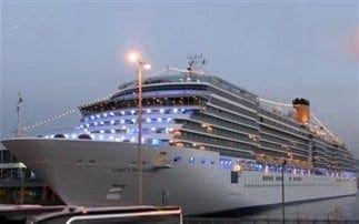 Έδεσε στον Πειραιά το πρώτο κρουαζιερόπλοιο του 2014