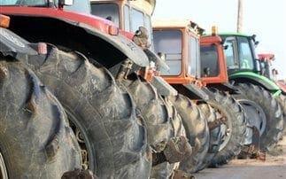 Κλιμακώνουν τις κινητοποιήσεις τους οι αγρότες