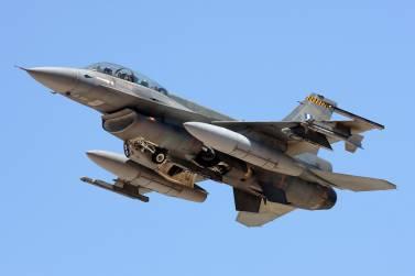 """Εικονικός βομβαρδισμός τουρκικής φρεγάτας στο Αιγαίο από """"πακέτο"""" μαχητικών της ΠΑ"""