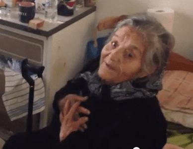 Η κυρία Παρασκευή στα 95 της χρόνια άκουσε τα κάλαντα στην Κρητηνία από τα 5 δισέγγονα της – ΒΙΝΤΕΟ
