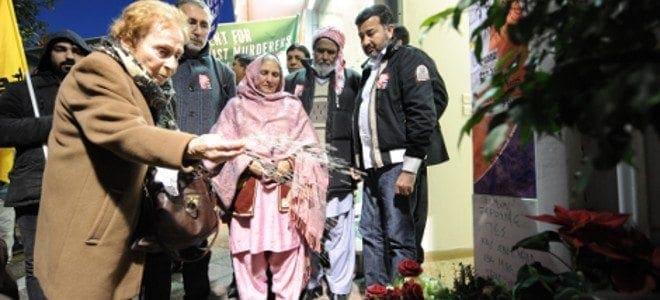 Δίπλα δίπλα οι γονείς του Πακιστανού που δολοφονήθηκε στα Πετράλωνα με συγγενείς του Παύλου Φύσσα [εικόνες]