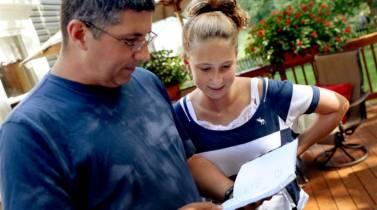 Το δώρο ενός καρκινοπαθή πατέρα στην 14χρονη κόρη του (vid)