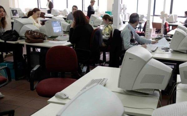Με έξοδο από το Δημόσιο κινδυνεύουν 49.000 υπάλληλοι  αν έχουν διοριστεί με πλαστά δικαιολογητικά και παράτυπες διαδικασίες