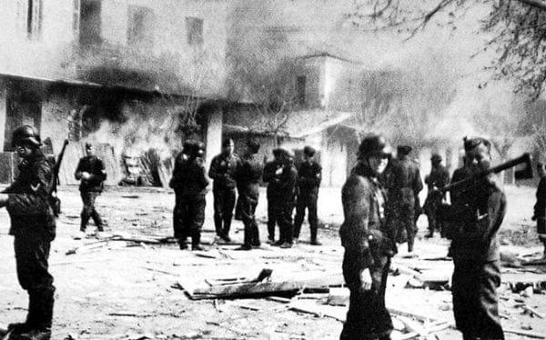 Die Zeit: Πώς είναι δυνατό να έχουν αποσιωπηθεί τα εγκλήματα πολέμου των Γερμανών στην Ελλάδα;