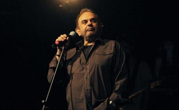 """Πέθανε ο Σάκης Μπουλάς – """"Έφυγε"""" ένας μεγάλος καλλιτέχνης"""