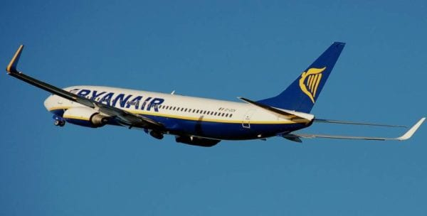 Η Ryanair προσλαμβάνει αεροσυνοδούς- Δείτε τα κριτήρια