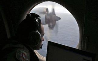 Ψάχνουν αλλού για τα συντρίμμια του χαμένου Boeing