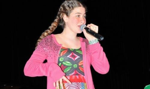 Video: Η 14χρονη με τη νοητική υστέρηση που «μεταμορφώνεται» όταν τραγουδά