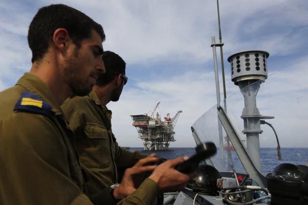 exedra_israelis-630x419