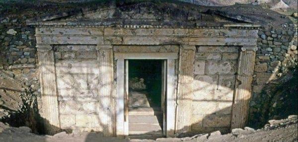 Σπουδαίες ανακαλύψεις: Πέντε νέοι βασιλικοί τάφοι βρέθηκαν στη Βεργίνα