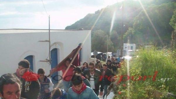 Λαμπρή Παρασκευή στη Νίσυρο ! Η Παναγιά Σπηλιανή ευλογεί κάθε σπίτι του νησιού ! Φωτογραφίες