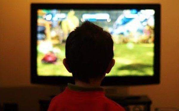 Πιο χαρούμενα τα παιδιά χωρίς τηλεόραση