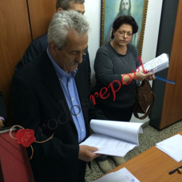 Ανάγκασαν σε παραίτηση 1 υποψήφιο του Χατζή και 2 του Καρίκη με εκβιασμούς