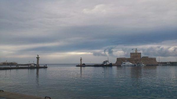 Συννεφιά και βροχή την Δευτέρα για την Ρόδο και τα Δωδεκάνησα