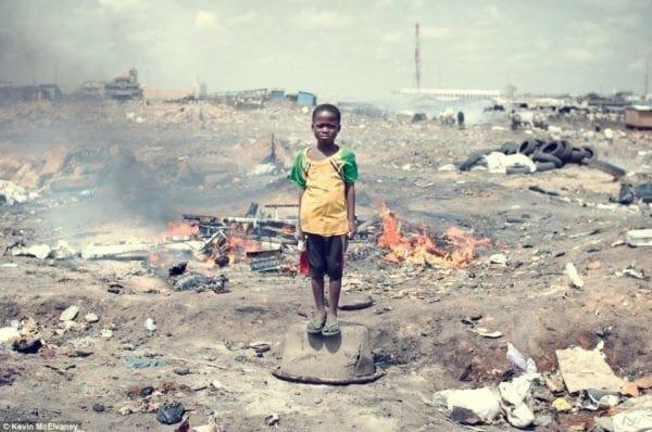 Οι νέες τεχνολογίες μάς αλλάζουν τη ζωή -Στη Γκάνα πεθαίνουν στον μεγαλύτερο σκουπιδότοπο ηλεκτρονικών συσκευών στον κόσμο
