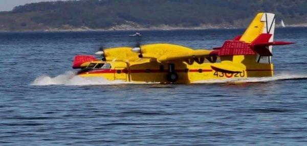 Αεροσκάφος CL-215 … πλέει ακυβέρνητο ανοικτά της Εύβοιας! – Τα δεινά του Μνημονίου διαλύουν (και…) τις ΕΔ