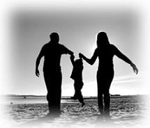parents_with_child_on_beach