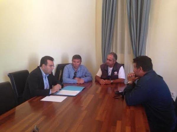 O Mάνος Κόνσολας στη Χάλκη – Επαφές με το Δήμαρχο και τους πολίτες του νησιού