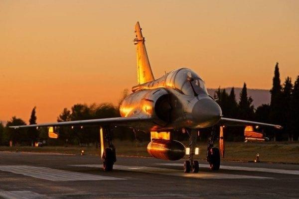 """Καθηλωμένα μαχητικά αεροσκάφη από """"τακάκια"""" αλλά και ανοησία! Τα """"ελληνικά"""" απίστευτα"""