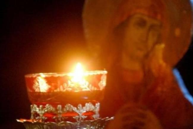 Κουνιέται το καντήλι της Παναγίας στην Κρεμαστή, εμφανίστηκε η Παναγία ;; Χτυπάνε οι καμπάνες !