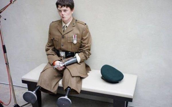 Σοκαριστικές φωτογραφίες πολέμου από τον διάσημο τραγουδιστή Μπράιαν Άνταμς