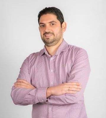 """Στάθης Μανουσάκης: """"Αρκετά έχει πληρώσει η νέα γενιά τα λάθη των προηγουμένων"""" – Συνέντευξη"""