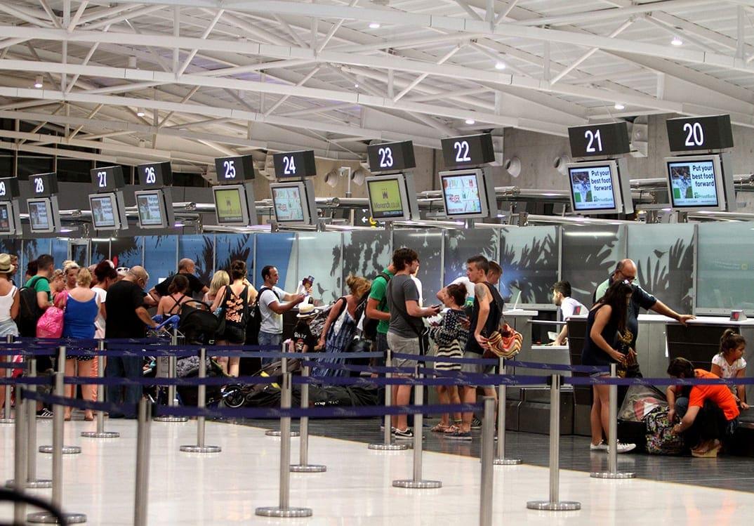 Μεγάλη κίνηση στο Διεθνές Αεροδρόμιο Λάρνακας λόγο καλοκαιρινών διακοπών, Κυριακή 11 Αυγούστου 2013.