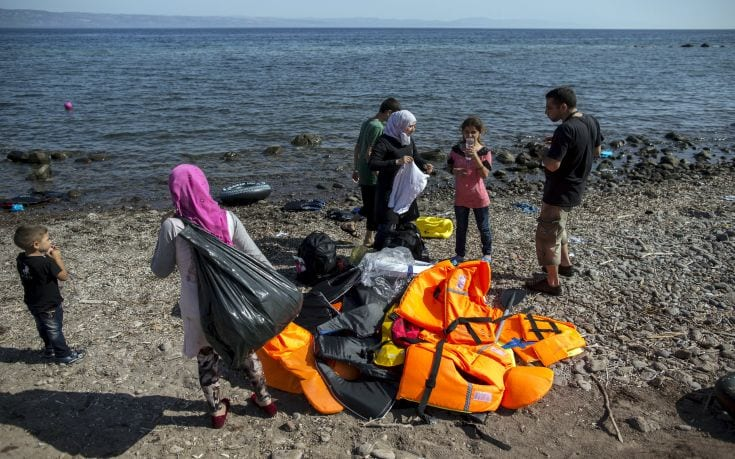 Feraz Chawa (R), a migrant from Aleppo, war-torn Syria, talks to his wife Heba at the beach after arriving on the Greek island of Lesbos September 11, 2015. The crossing from Turkey and the eventual trip to Athens is only the beginning for Chawa and other families. Ahead lies a trek north through Greece, up via Macedonia and Serbia to Hungary and on to Austria, Germany and more industrialised countries. Picture taken September 11, 2015. REUTERS/Zohra Bensemra