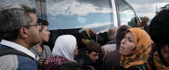 Syrian refugees wait to board a bus outside a refugee camp in the town of Kanjiza, Serbia near the borders with Hungary, on September 8, 2015. / ????? ????????? ?????????? ?? ???????????? ?? ????????? ??? ??? ?? ?????? ???????? ????????? ??? Kanjiza, ??????, ????? ??? ?????? ?? ??? ????????, ???? 8 ???????????, 2015.