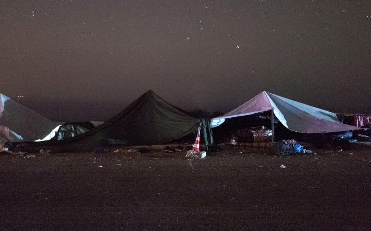 Tents are set next to the beach by refugees and migrants, following their arrival on a dinghy on the Greek island of Lesbos, after crossing a part of the Aegean Sea from the Turkish coast, October 4, 2015. Refugee and migrant arrivals to Greece this year will soon reach 400,000, according to the UN Refugee Agency (UNHCR). Picture taken October 4, 2015. REUTERS/Dimitris Michalakis