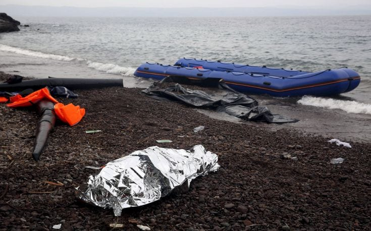 ATTENTION EDITORS - VISUAL COVERAGE OF SCENES OF INJURY OR DEATH The body of a 65-year old Iraqi refugee woman is covered with a thermal blanket on a beach on the Greek island of Lesbos, October 16, 2015. According to relatives, the woman drowned while the members of the Iraqi refugee family were forced violently by smugglers to leave the Turkish coasts in a dinghy that filled immediately with sea water. REUTERS/Giorgos Moutafis