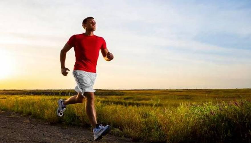 Η σωματική άσκηση στα 50 προστατεύει από τα εγκεφαλικά μετά τα 65