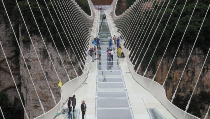 γυάλινη γέφυρα κίνα