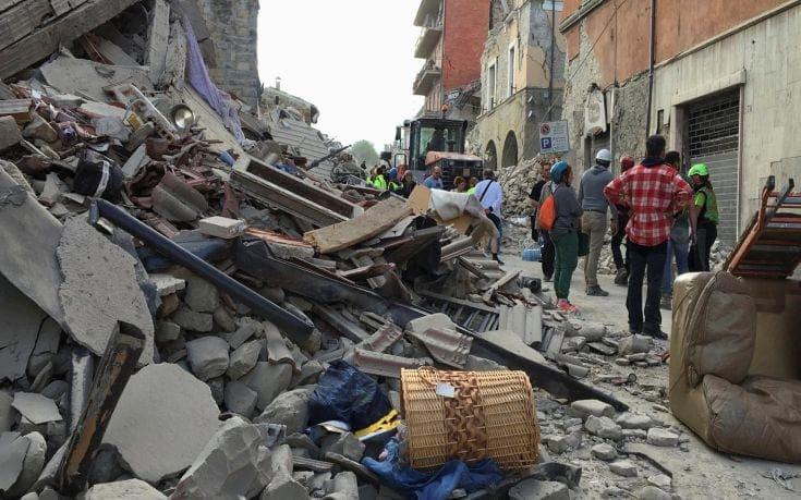 Φόβοι για τουλάχιστον 10 νεκρούς από το σεισμό στην Ιταλία