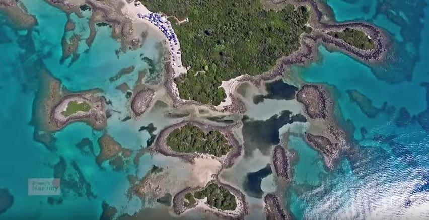 Οι Μπαχάμες (κατ' άλλους Σεϋχέλλες) της Ελλάδας από ψηλά – Εξωτικές παραλίες, φώκιες και ναυάγια μόλις 2 ώρες από την Αθήνα