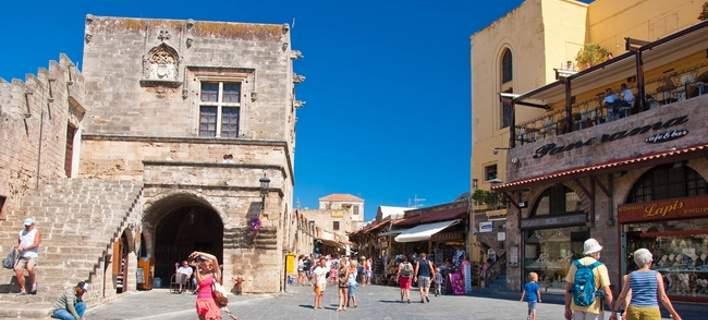 FAZ: Η Ρόδος, από Μαζεράτι του ελληνικού τουρισμού, έγινε ένα μικρό αυτοκίνητο της Οpel ή της Ford