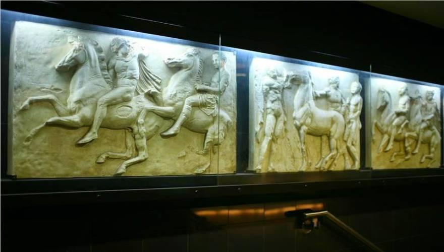 Χιλή: Ο σταθμός μετρό «Ελλάδα» που έχει μετατραπεί σε ένα μικρό ελληνικό μουσείο (φωτό)