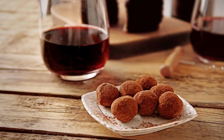 Κρασί και σοκολάτα είναι το μεγάλο μυστικό για τη μάχη με τον χρόνο