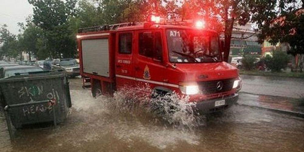 """""""Φωτιά"""" έχει πάρει το κέντρο της Πυροσβεστικής – Εγκλωβιστηκαν δυο αυτοκίνητα στους Αγίους Αποστόλους"""