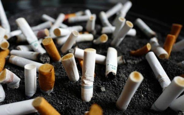 καπνιστές που χρονολογούνται στο διαδίκτυο