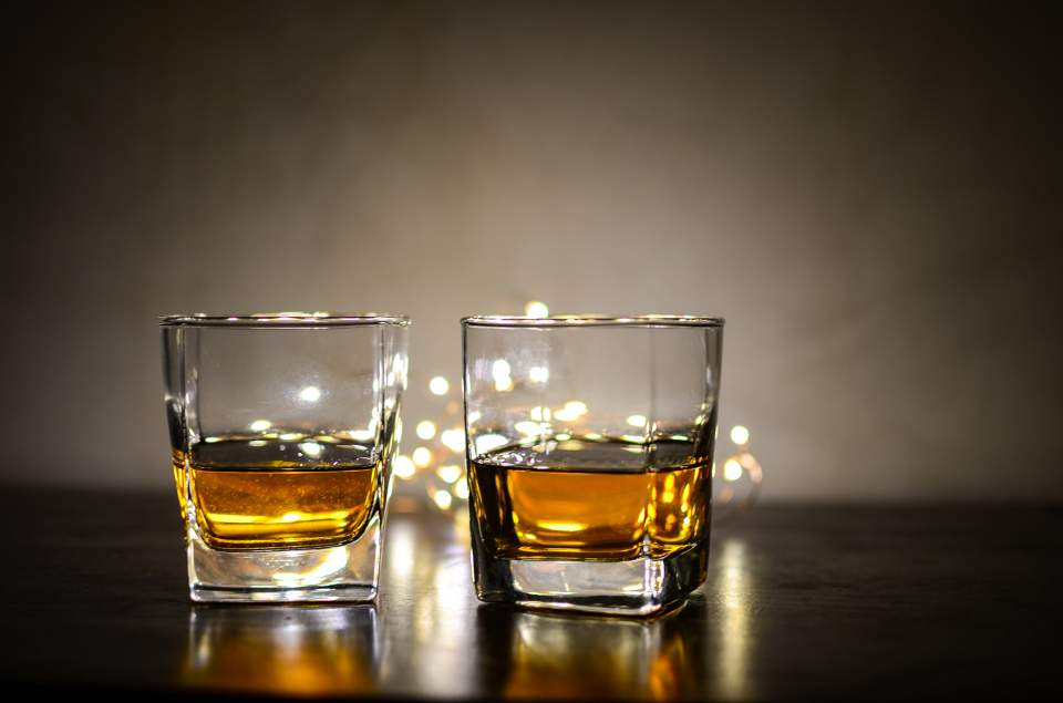 Ένα ποτό τη μέρα κόβει έως έξι μήνες ζωής