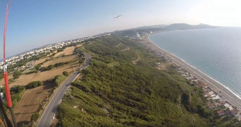 Δείτε μια διαφορετική πτήση πάνω απο την Ακρόπολη της Ρόδου και τα Κρητικά παρέα με αετούς