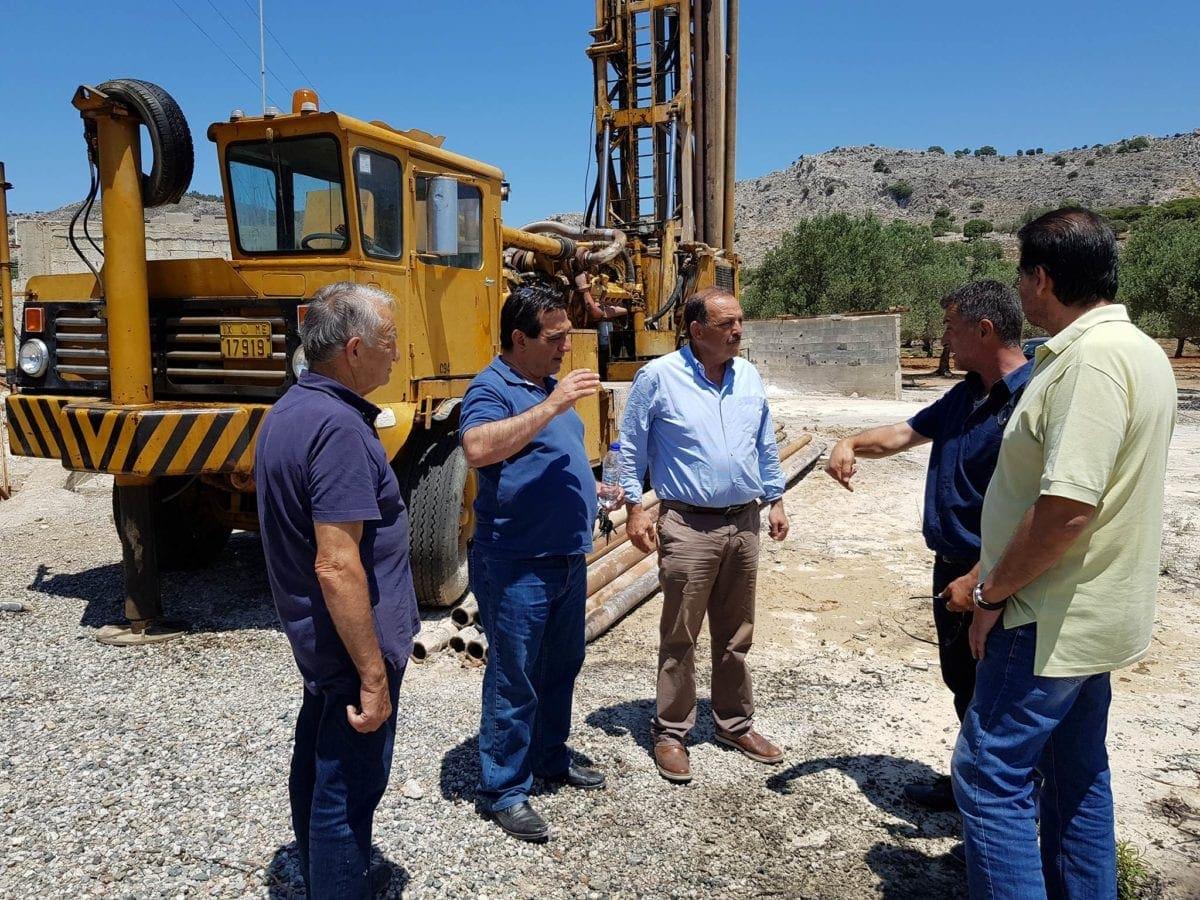 Στα έργα ύδρευσης στον Αρχάγγελο ο Δήμαρχος – Δρομολογήθηκαν λύσεις σε τρέχοντα ζητήματα και σε Μάσσαρη Μαλώνα