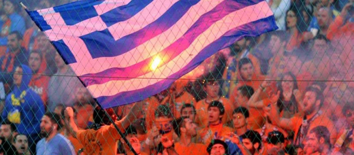 Συγκινητικό πανό των οπαδών του ΑΠΟΕΛ για την Ελλάδα