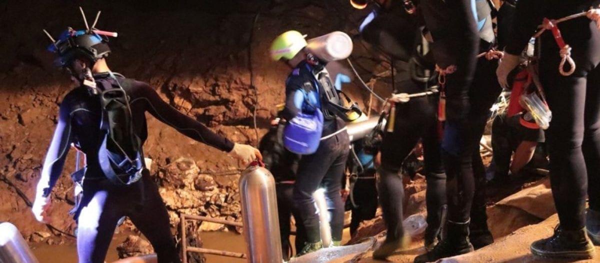 Live από Ταϊλάνδη: Σε πλήρη εξέλιξη η επιχείρηση διάσωσης των παιδιών – Στη σπηλιά μπήκαν οι δύτες