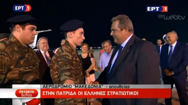 Με ψηλά το κεφάλι επέστρεψαν στην Ελλάδα οι Έλληνες στρατιωτικοί που κρατούνταν απο τους Τούρκους απο τον Μάρτιο