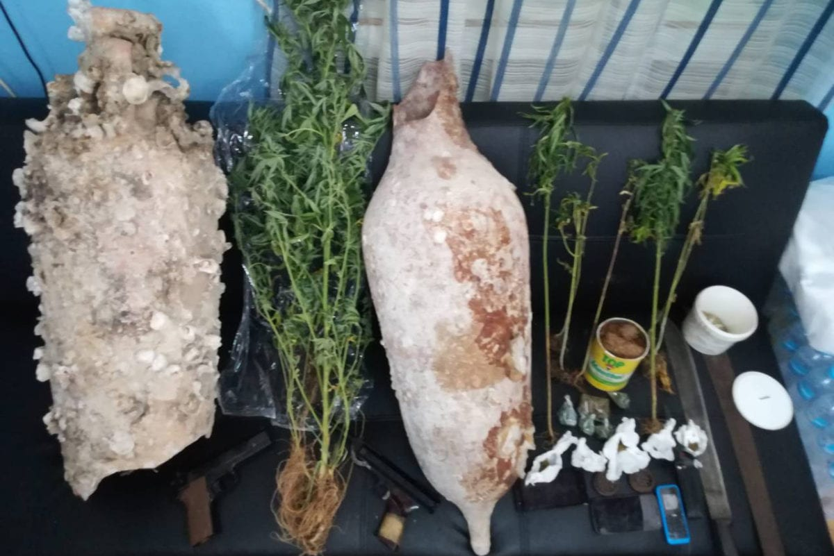 Συνελήφθησαν Καλύμνιοι με ναρκωτικά , αρχαία και όπλα