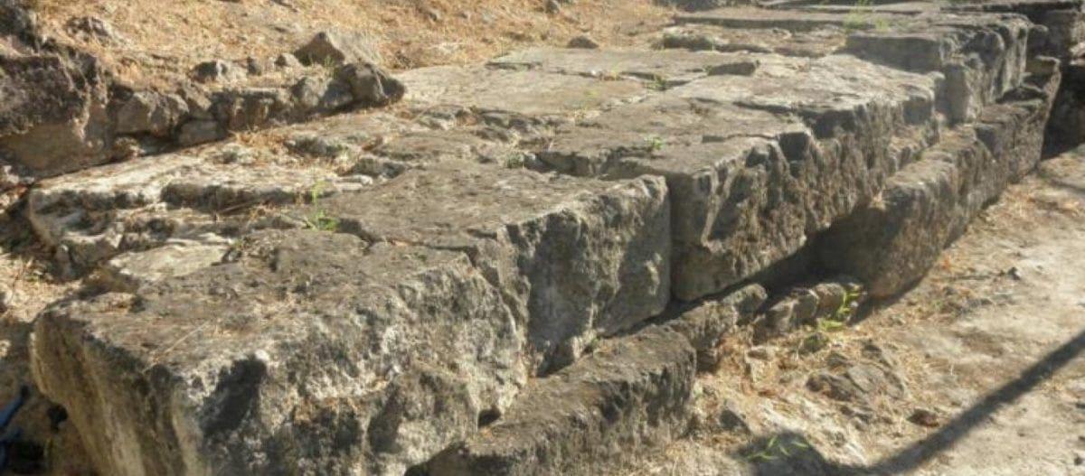 Ιερό Αγροτέρας Αρτέμιδος: Αργοσβήνει ο ναός του 5ου π.χ. αιώνα στο ιστορικό κέντρο της Αθήνας