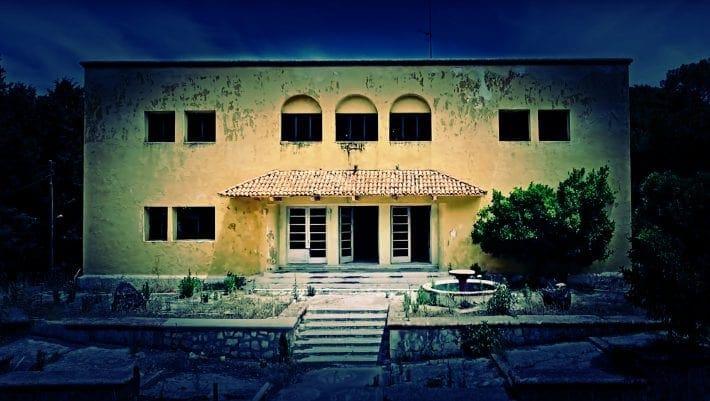 Το χωριό – φάντασμα της Ρόδου που… μυρίζει θάνατο 48 χρόνια μετά το κλείσιμο του Σανατορίου του